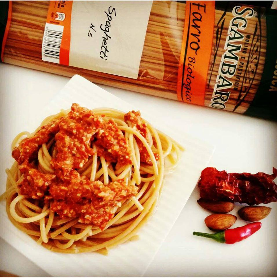 spaghett-di-farro-al-pesto-rosso-piccante