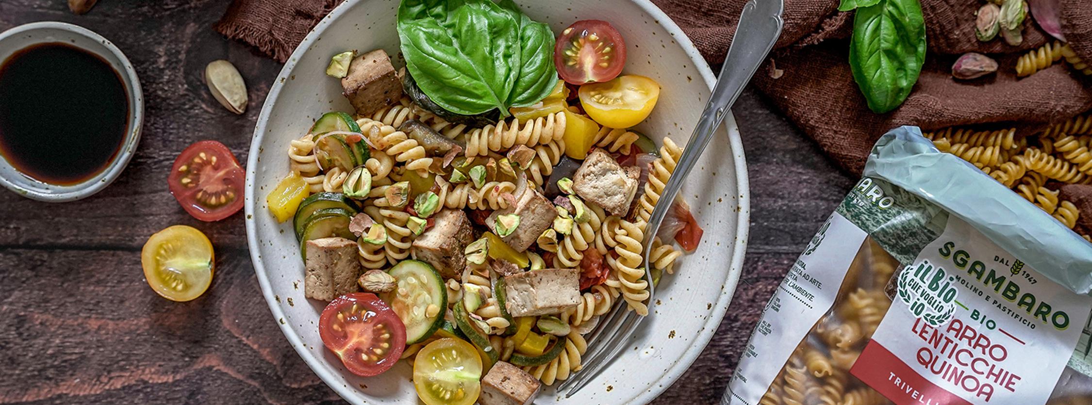 Trivelline Sgambaro di farro, lenticchie e quinoa con verdure, tofu e pistacchi